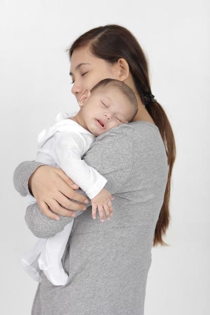 赤ちゃんが寝ない!3ヶ月までの赤ちゃんの寝かしつけ方法