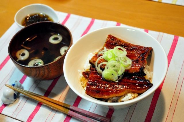 土用の丑の日の鰻の意味は? 節約レシピでうなぎを食べる、付け合せは?