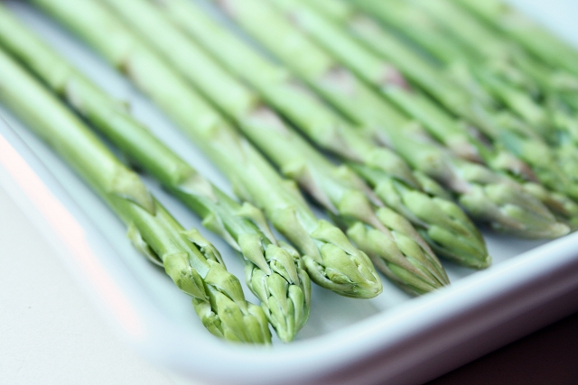 アスパラの下処理方法と茹で時間、お弁当のおかずは?保存は冷凍なの?