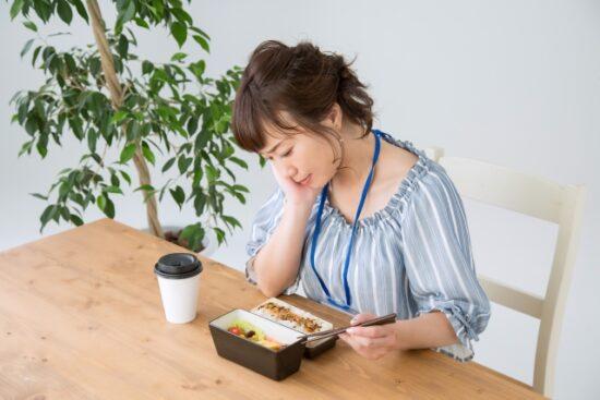 昼食 一人で 食べたい
